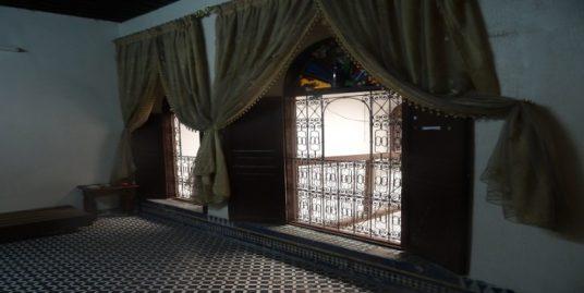 maison traditionnelle avec 5 piéces