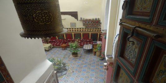 une maison à vendre en pleine centre médina