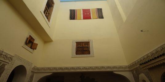 Maison avec trois terrasses