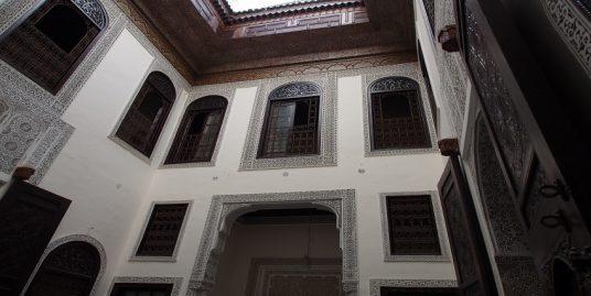 Maison traditionnelle sous forme d'une maison d'hôte Titrée