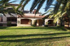 Villa avec un grand jardin