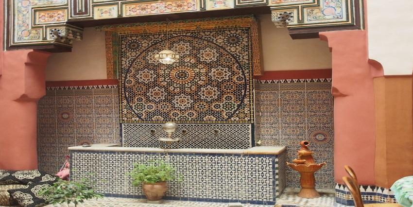 Maison Traditionnelle avec fontaine