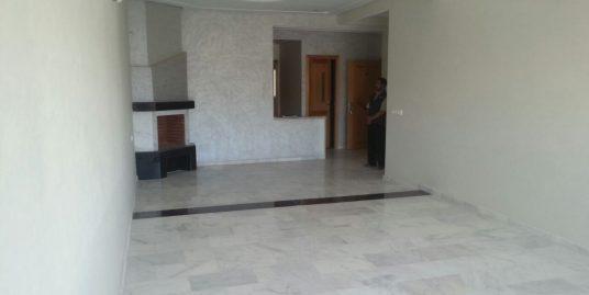 deux appartements à la vente dans un immeuble de R+5 avec garage ascenseur et camera