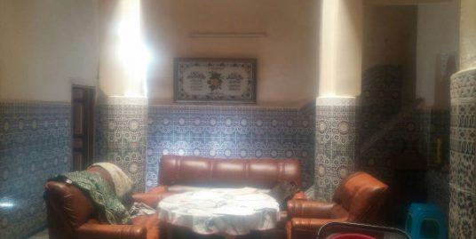 Maison traditionnelle avec quatre terrasses