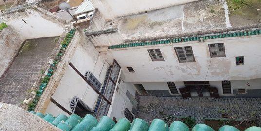Maison traditionnelle avec deux jardins et deux entrées