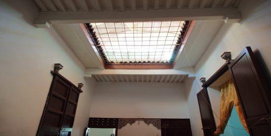 Maison traditionnelle à rénové avec quatre portes