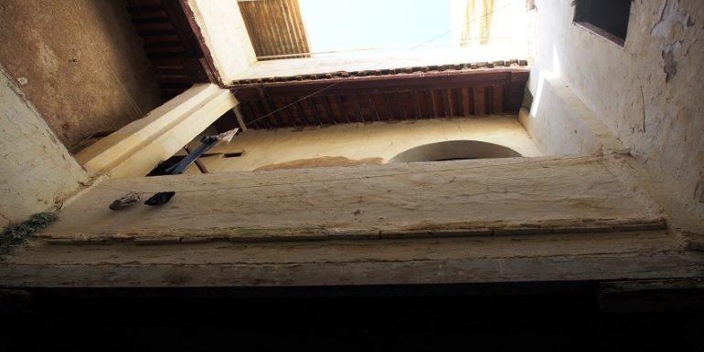 Maison semi traditionnelle et semi fini à vendre