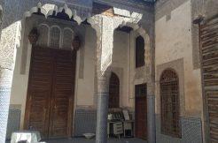 Maison traditionnelle titrée d'une grande surface à vendre