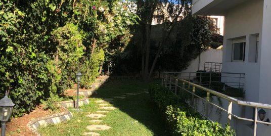 Belle villa avec  belle piscine et bel jardin