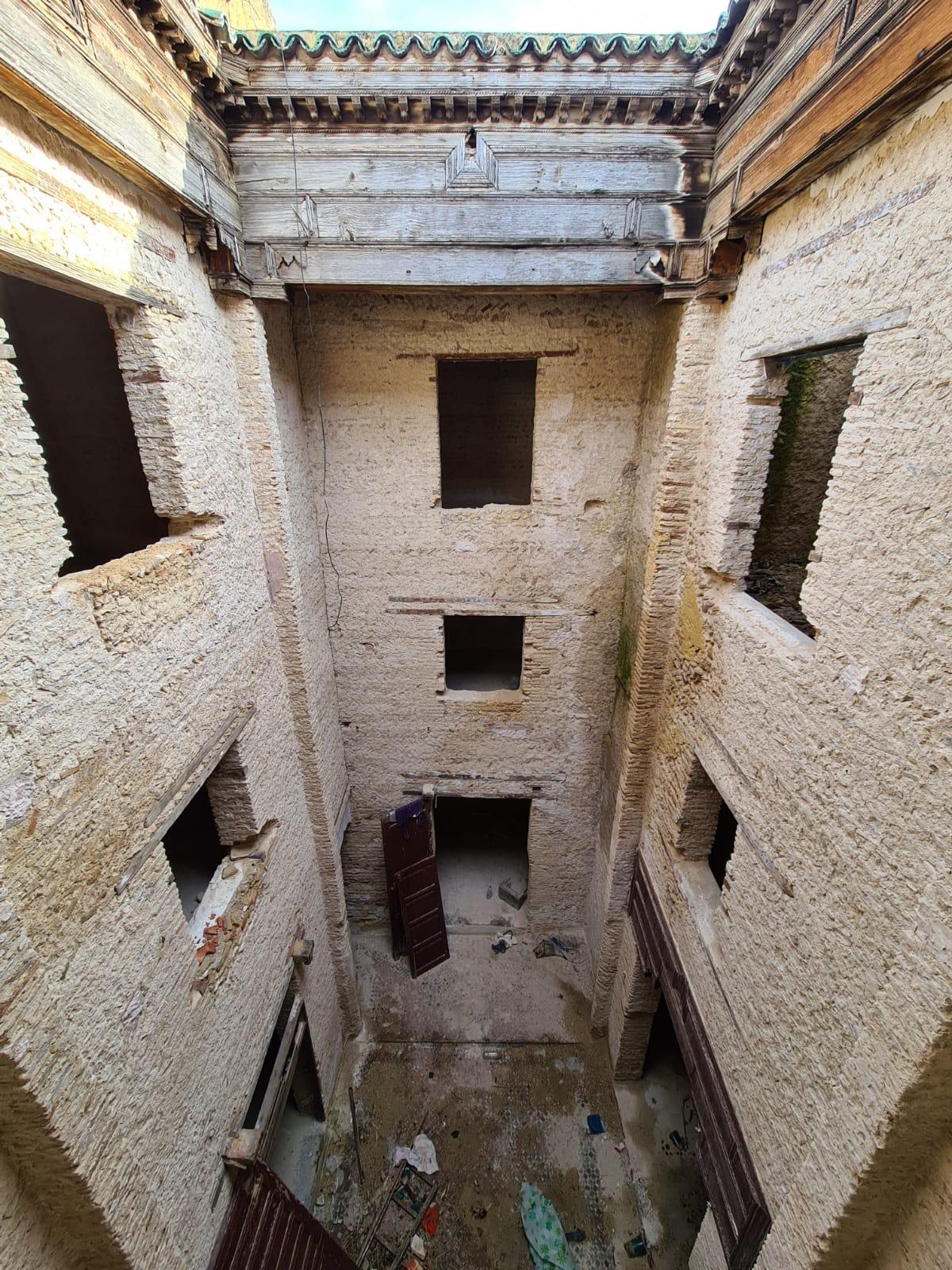 Maison décapé avec deux escalier