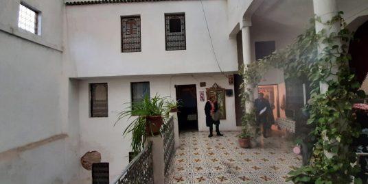 Maison avec deux étages deux porte