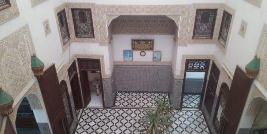Maison Avec 2 petits magasins 2 porte Et 2 escalier