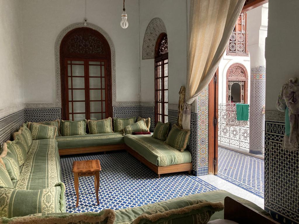 Maison adliya avec 2 portes 2 escaliers